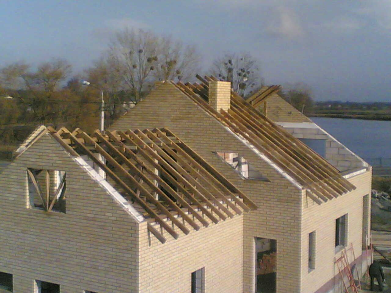 Как создать своими руками скатанную крышу?