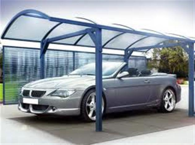 Навес для автомобиля в загородном доме или даче