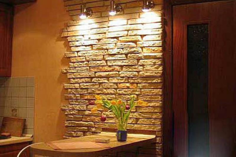 Натуральный и искусственный камень на кухне