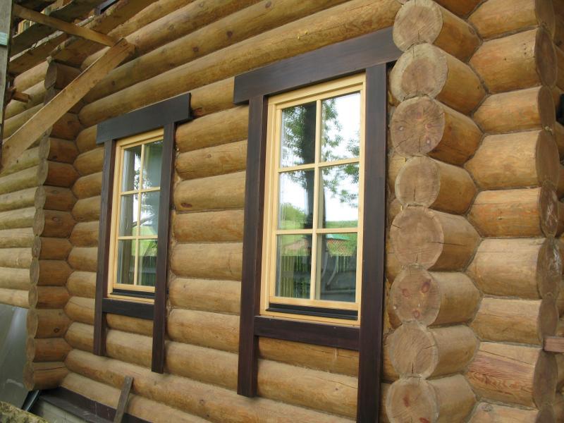 Покраска деревянного окна в дачном доме