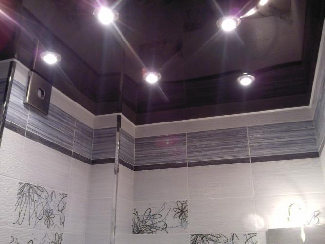Основные причины установить натяжной потолок в ванной комнате