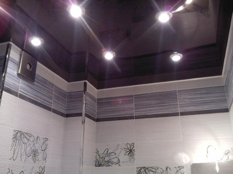 Виды потолков для ванной комнаты