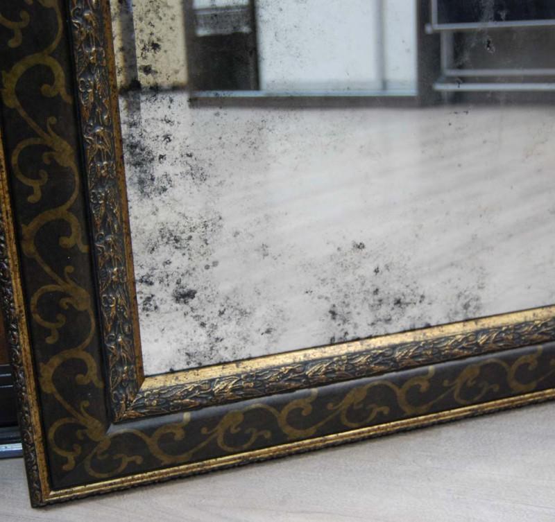 Состаренное зеркало – элегантный и модный аксессуар
