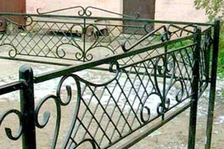 Какими бывают могильные ограды
