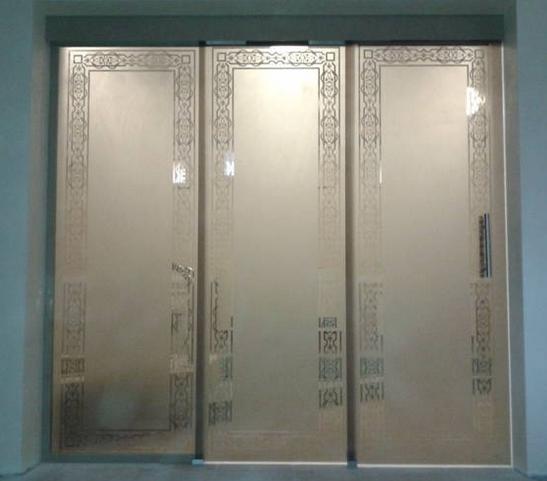 Чем хороши стеклянные раздвижные двери?