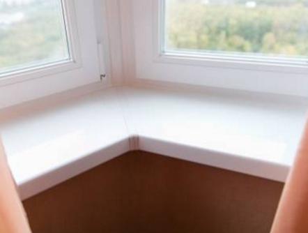 Подоконник – привычный аксессуар ПВХ окна