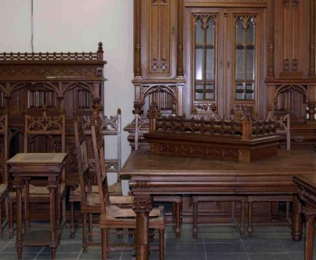 Английская готическая мебель