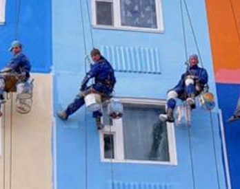 Современная покраска фасада альпинистами