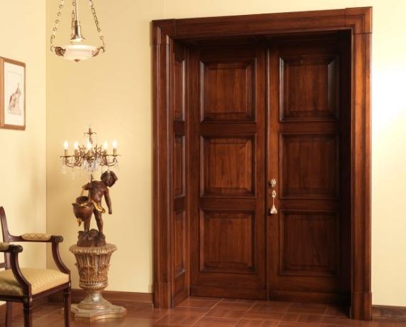 Особенности входных дверей из массива
