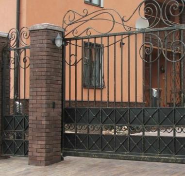 Кованые ворота в Киеве: разновидности и условия выбора