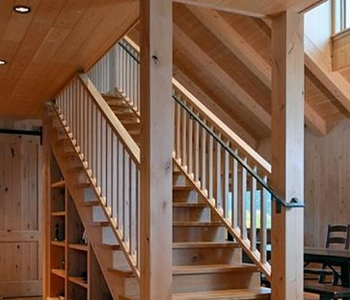 Лестница на второй этаж: разновидности и типы конструкций