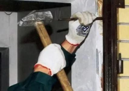 Как демонтировать входную деревянную дверь