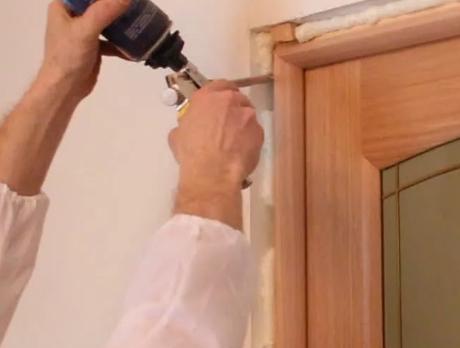 Как устанавливать двери