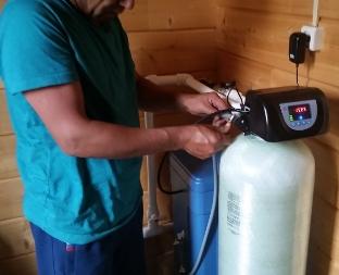 Нужно ли ставить фильтры для умягчения воды в загородном доме?