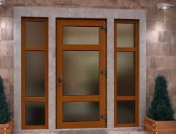 Сравнение пластиковых и деревянных дверей