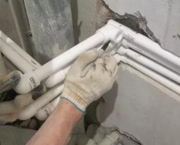 Как заменить трубы в квартире: особенности монтажа разных видов труб