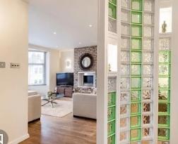 Стеклянные блоки в интерьере помещения