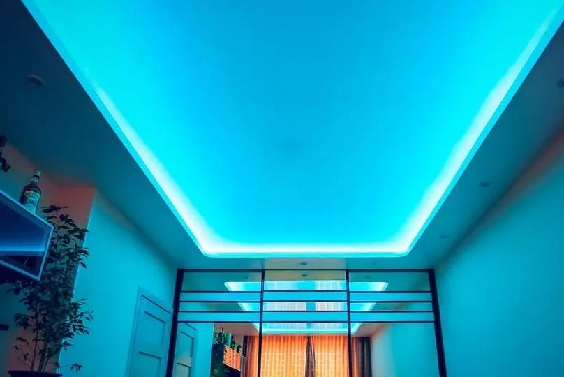 Почему натяжной потолок с подсветкой это круто!